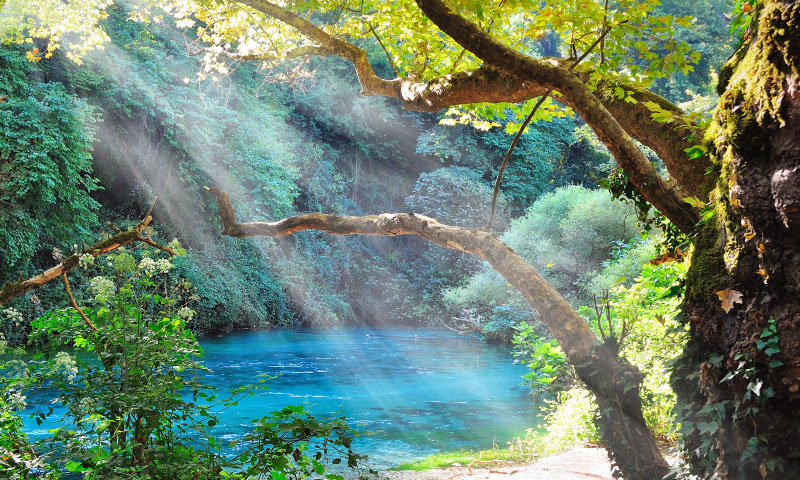 create-light-rays-in-photoshop---featured